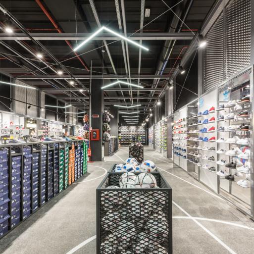 Arredamenti su misura retail guarda le nostre realizzazioni for Effebi arredamenti